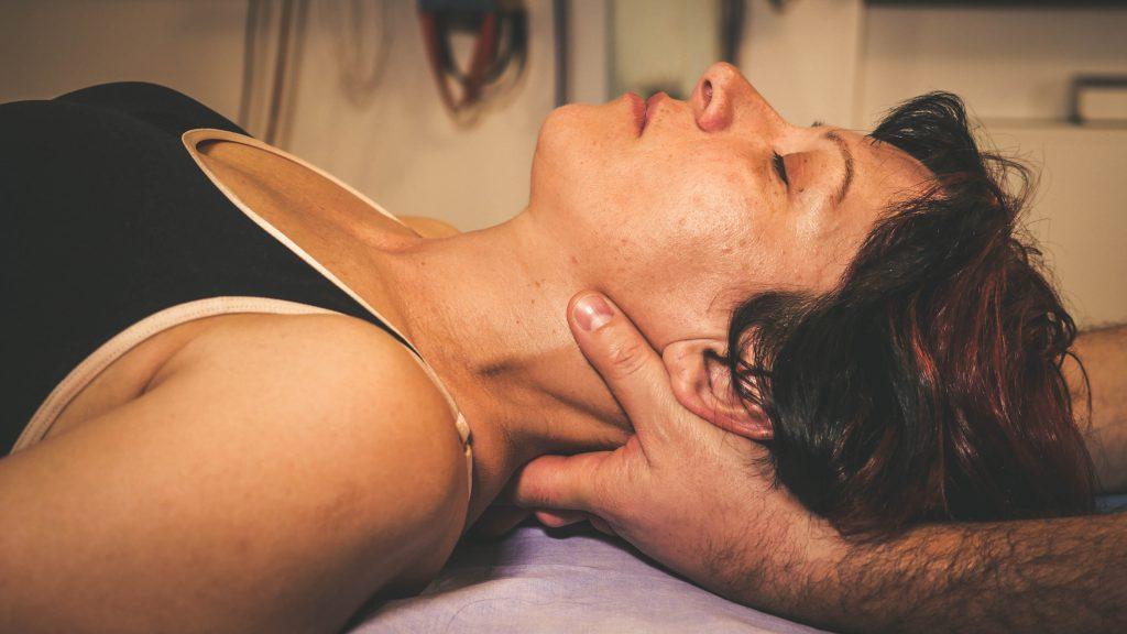 Colpo di frusta: Come trattarlo con L'Osteopatia
