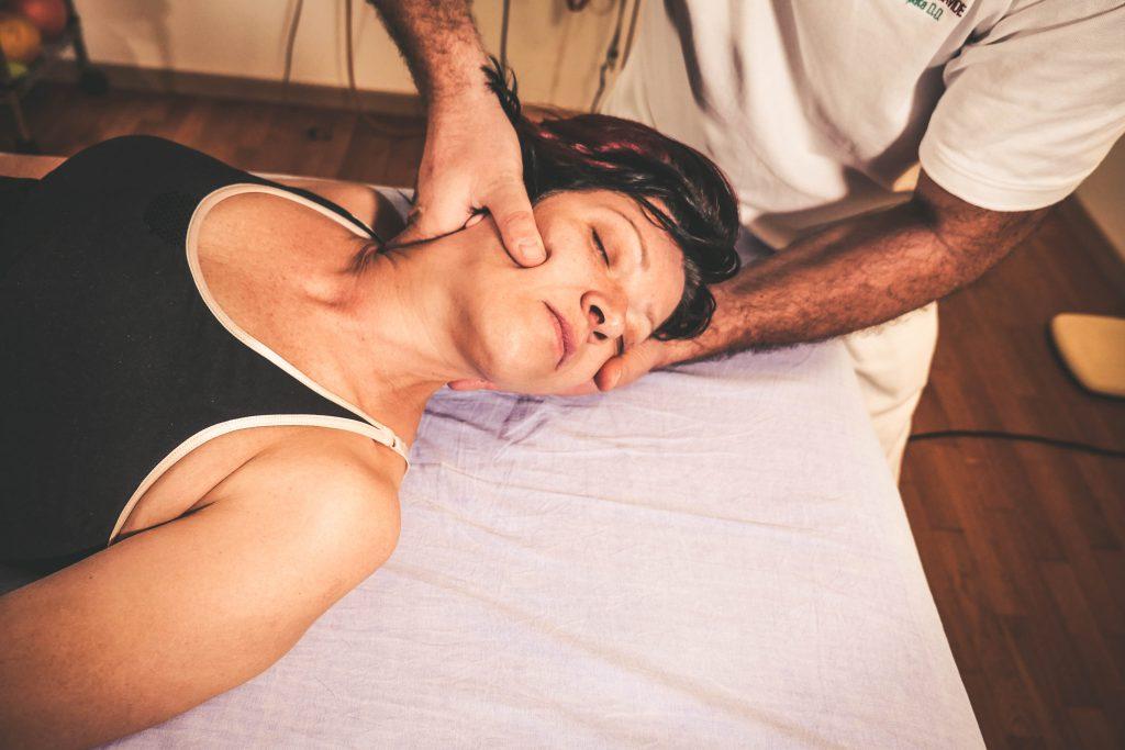 Dolore cervicale e Acufene: come trattarli con l'Osteopatia